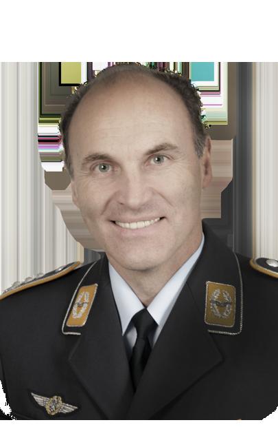 Portrait von Oberst Hartmut Zitzewitz vom Lufttransportgeschwader 63