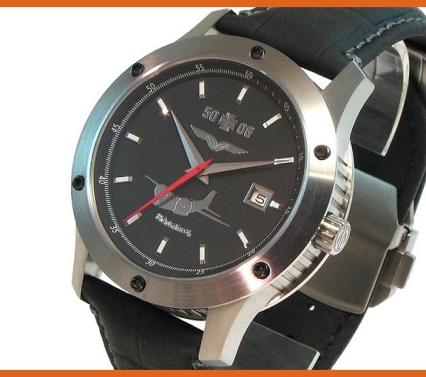 Schrägseite der Uhr Transall